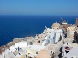 ギリシャ・サントリーニ島の紺碧の空と海
