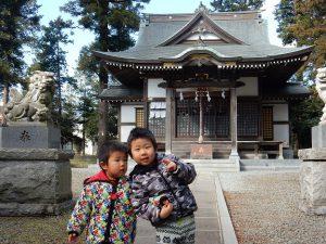 近所の神社で孫