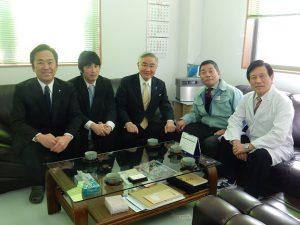 会長室で記念撮影(岩城光英前法務大臣と遠藤智広野町長と共に)