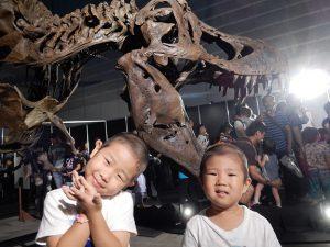 横浜の恐竜展で孫2人