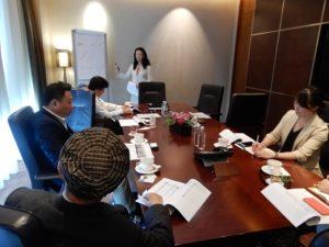 シンガポールバンクの日本人女性の説明