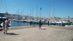 マルセイユの港町アラン・ドロンが出てきそう