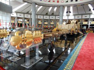 ブルネイ王様の戴冠式のパレードに使用する玉座