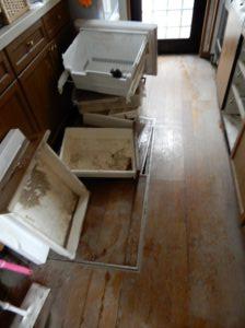 床上浸水の爪痕